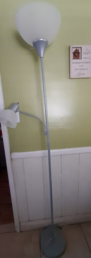 Dual floor lamp for Sale in West Covina, CA