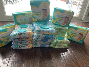 Baby bundle 5 packs of pampers and 35 baby wipes for Sale in Dearborn Heights, MI