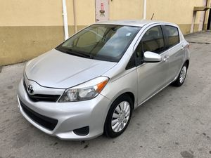 Toyota Yaris LE 2013 Título Limpio for Sale in Hialeah, FL