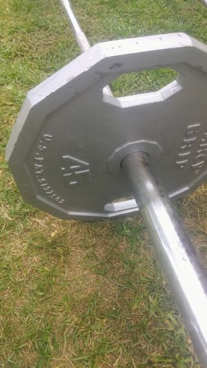 7' Olympic bar w 2)45lb MARCY GRIP plates for Sale in Bakersfield, CA