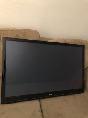 LG Plasma TV 42 inch comes with wall mount for Sale in Cerritos, CA
