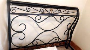 Queen size metal bed frame for Sale in Warner Robins, GA