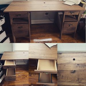 Oak finish desk for Sale in Charlotte, NC