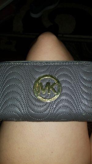 Michael kors wallet for Sale in Valparaiso, FL