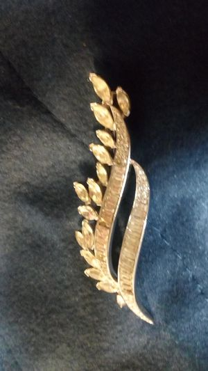Trifari Brooch from the late 50's or 1960's for Sale in Coffeyville, KS