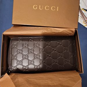 Brand New, Never Used 100% Authentic Gucci Dark Brown Leather Wallet for Sale in Santee, CA
