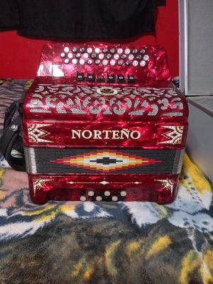 Acordeon Norteño de 2 tonos Mi y fa en excelente condiciones.... Accordion Norteño 2 tune Ead and Fb in excelent conditions for Sale in West Palm Beach, FL