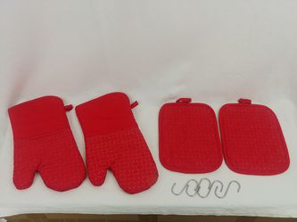 4 red oven mitts pot holders for Sale in San Francisco,  CA