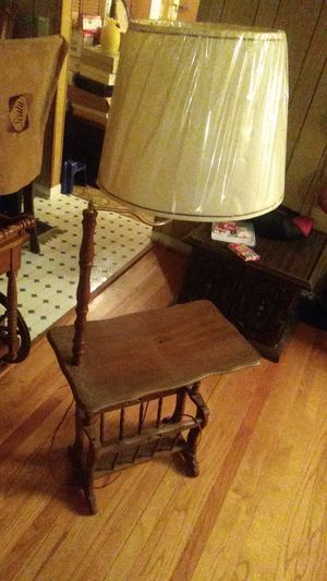 End Table/Nightstand w/Swivel Head Lamp $20 for Sale in Durham, NC