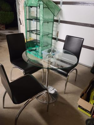 Dining table + 4 chairs for Sale in Daly City, CA