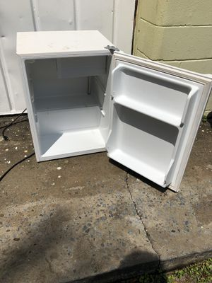 Mini refrigerator does not work needs repairs for Sale in St. Petersburg, FL