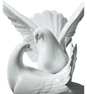 Authentic Lladro LOVE NEST DOVES figurine for Sale in Costa Mesa, CA