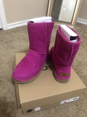UGG WOMENS CLASSIC SHORT BOOTS SIZE 7 for Sale in Dallas, TX