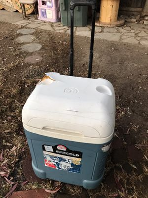 MAXCOLD IGLOO 70 US QT KEEPS EVERYTHING COLD for Sale in Fresno, CA