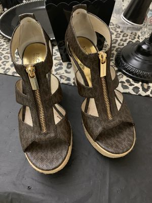 Authentic Michael kors sandals for Sale in Los Angeles, CA