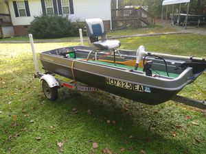 10 ft Pond Prowler & new 3.5hp Mercury for Sale in Hillsborough, NC