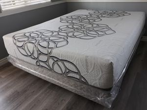 Queen size Sky Bamboo Cool Gel Memory Foam Mattress and Boxspring for Sale in Glendale, CA
