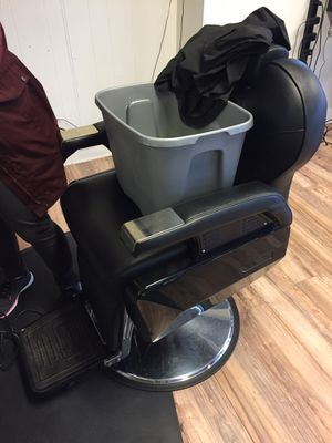 Barber chair for Sale in Downers Grove, IL