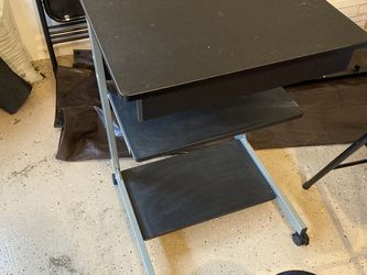 Small Desk And Rolling Chair for Sale in Bothell,  WA