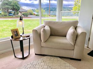 Beige Oversized Chair for Sale in Fife, WA
