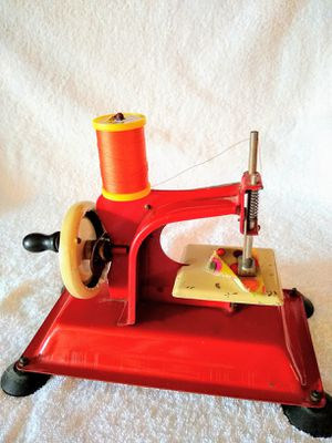 Collectible Antique Iron mini sewing machine. Gateway Junior Model made in USA. Working condition. ( please see carefully the size in the pictures) for Sale in Hialeah, FL