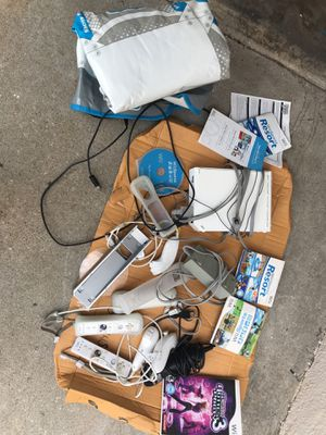 Nintendo wii bundle for Sale in Santa Monica, CA