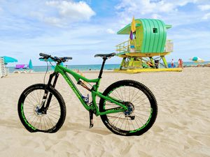 Santa Cruz Bronson mountain bike for Sale in Miami Beach, FL