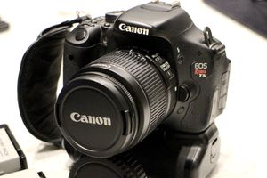 Canon EOS Rebel T3i DSLR w/ 18-55mm f/3.5-5.6 IS Lens for Sale in Washington, DC