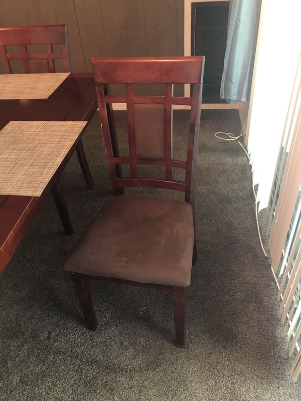 Wood dining room set with 4 chairs