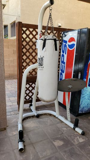 Heavy bag with speed wrack (no speed bag) for Sale in Goodyear, AZ