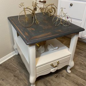 Rustic Vintage Side / End table for Sale in San Diego, CA