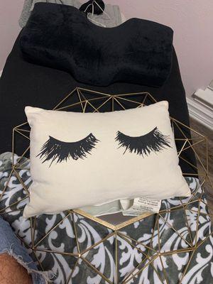 Lash pillow for Sale in Grand Prairie, TX