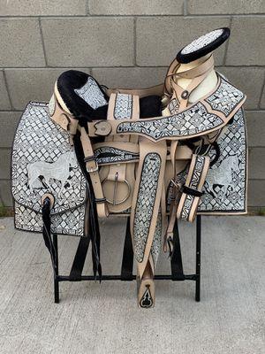 Montura bordada 100% piel cuero for Sale in Compton, CA