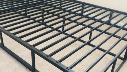 New King Size Metal Bed Frame for Sale in Fresno,  CA