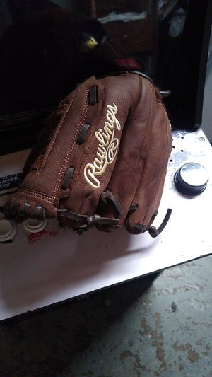 Kids baseball glove for Sale in Pittsburgh, PA
