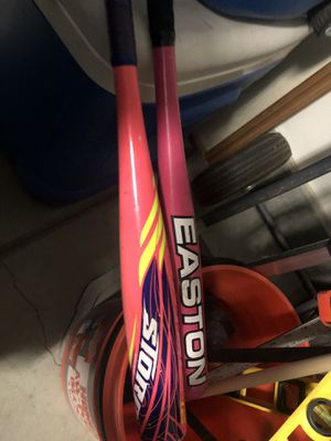 Free softball bats and shoes for Sale in Menifee, CA