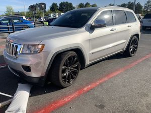 2011 Jeep Grand Cherokee overland for Sale in Methuen, MA