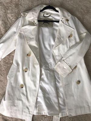 Negociable Burberry beish jacket for Sale in Miami, FL