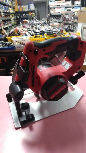 """MILWAUKEE CORDLESS M18 BRUSHLESS 7 1/4"""" CIRCULAR SAW TOOL ONLY for Sale in Moreno Valley, CA"""