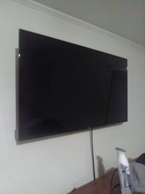 40inch Onn Flat screen with wall mount for Sale in Monroe, LA