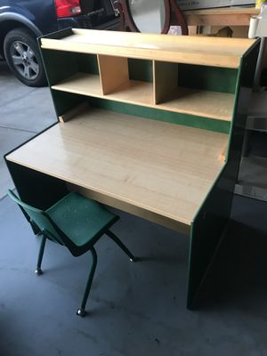 Kids desk with chair very good condition for Sale in Henderson, NV