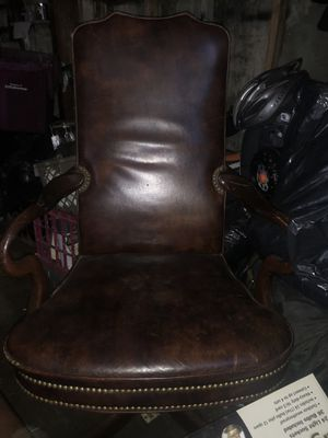 BEAUTIFUL ANTIQUE CHAIR FROM LAW OFFICE for Sale in Los Angeles, CA