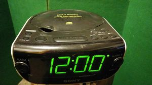 Sony ICF-CD814 AM/FM Stereo Clock Radio with CD Player, White for Sale in Tampa, FL
