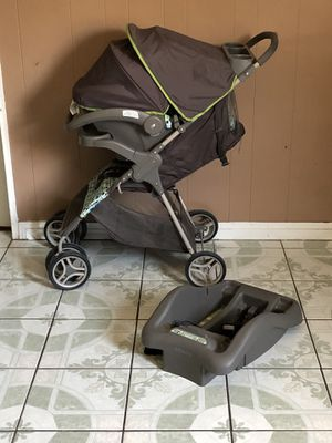 LIKE NEW GRACO TRAVEL SYSTEM STROLLER CAR SEAT AND for Sale in Riverside, CA