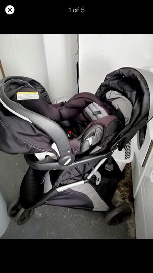 Evenflo advanced sensor safe epic travel system with carseat base for Sale in Audubon, PA