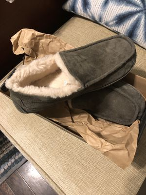 Men's Ugg Slippers Size 9 for Sale in Houston, TX