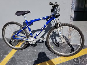 GT Outpost Alluminum (triple triangle) Mountain Bike. 21 speeds. Excellent Condition. for Sale in Davie, FL