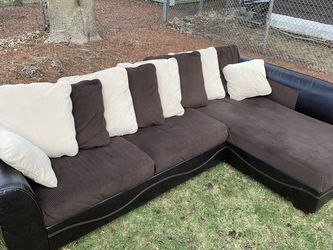 Large Comfy Microfiber Sectional - Great Condition for Sale in Waltham,  MA