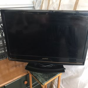 2 Flat Screen TVs - Televisions Both Work for Sale in Alpine, NJ