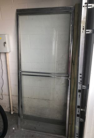Bathroom sliding glass doors in good condition for Sale in Windermere, FL